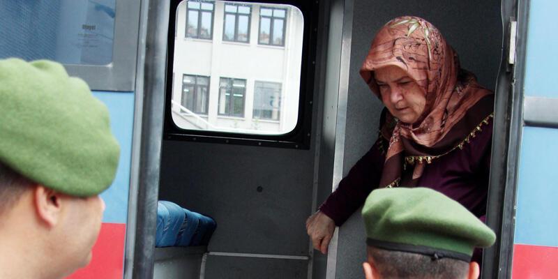 Eşini öldürmekten tutuklu yargılanan kadının iki oğlu: Babamızı kardeşimiz öldürdü