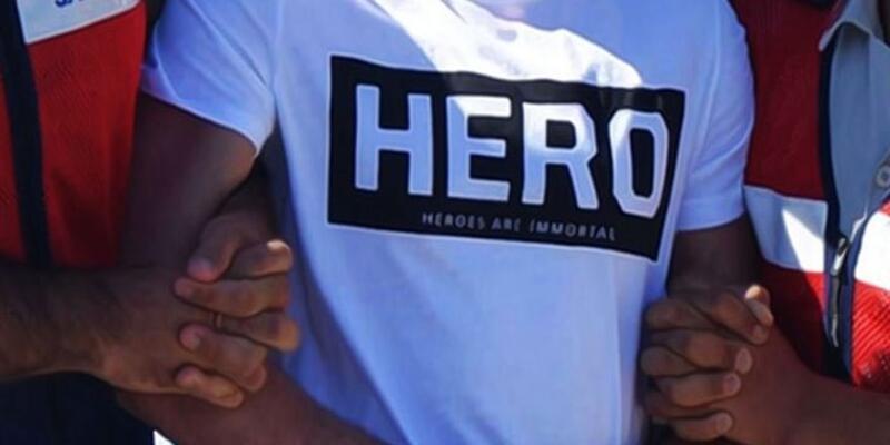 'Hero' tişörtüyla önce gözaltına alındı sonra serbest bırakıldı