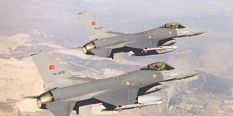 TSK Kuzey Irak'taki PKK kamplarına bomba yağdırdı