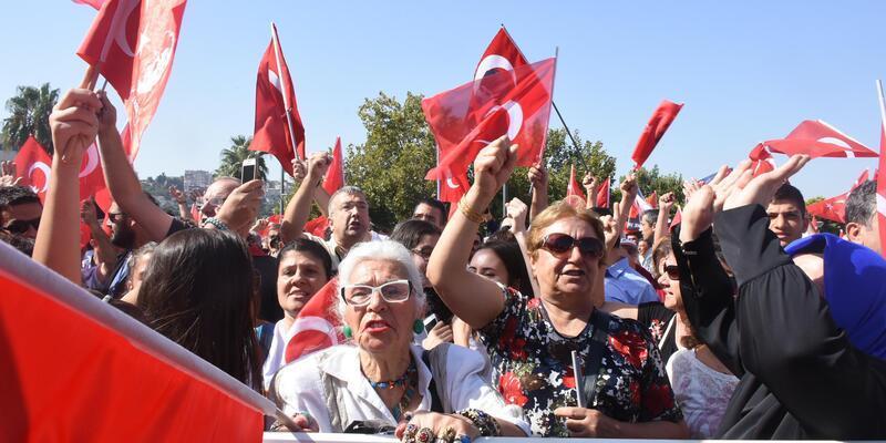 İzmir'de hareketli saatler! Araya vekiller girdi