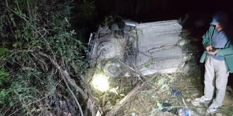 Otomobil 300 metreden dereye uçtu: 4 ölü