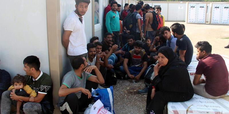 33 göçmen ve 3 organizatör yakalandı