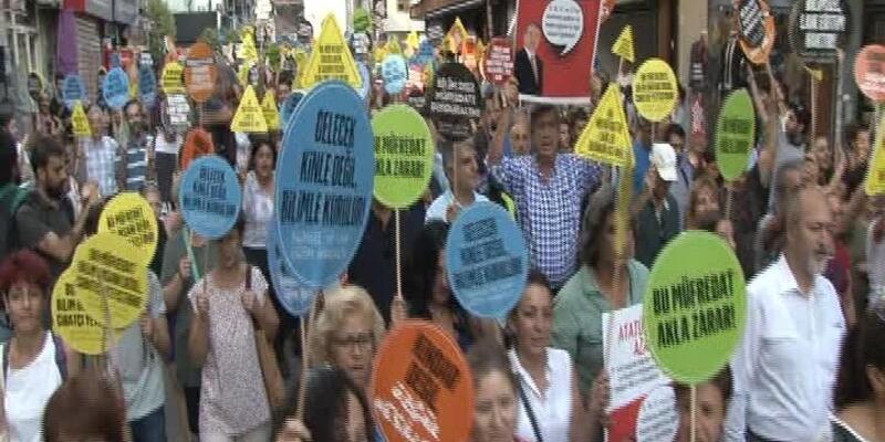 Kadıköy'de 'Bilim Dışı Müfredatı Durduralım' eylemi