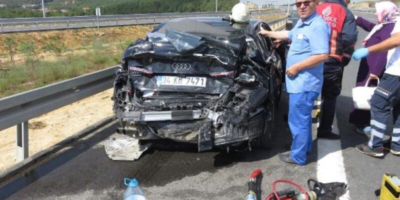Yolcu otobüsü otomobile çarptı; 4 yaralı