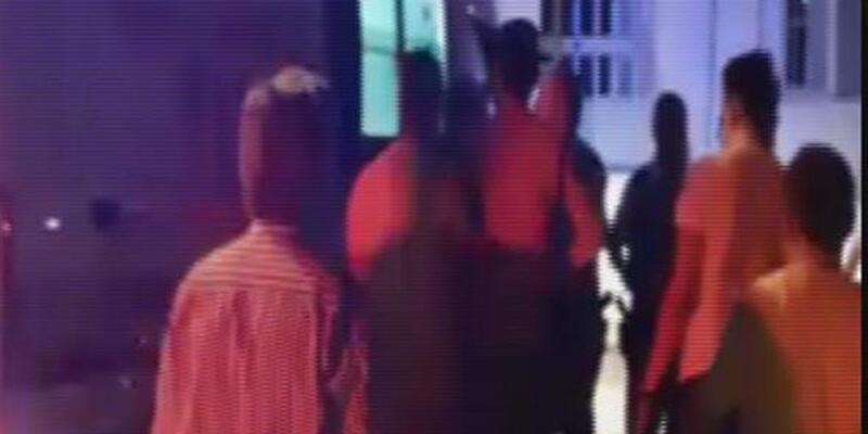Genç kızı mesajla taciz ettiği iddiasıyla dövüldü
