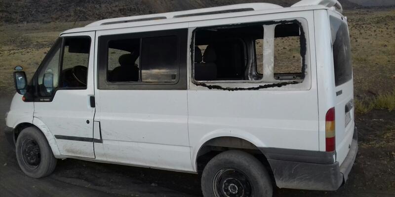 Son dakika... Teröristler minibüse ateş açtı: 3 ölü, 7 yaralı