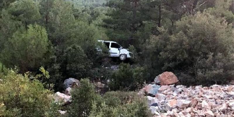 Sivil polis aracı şarampole yuvarlandı