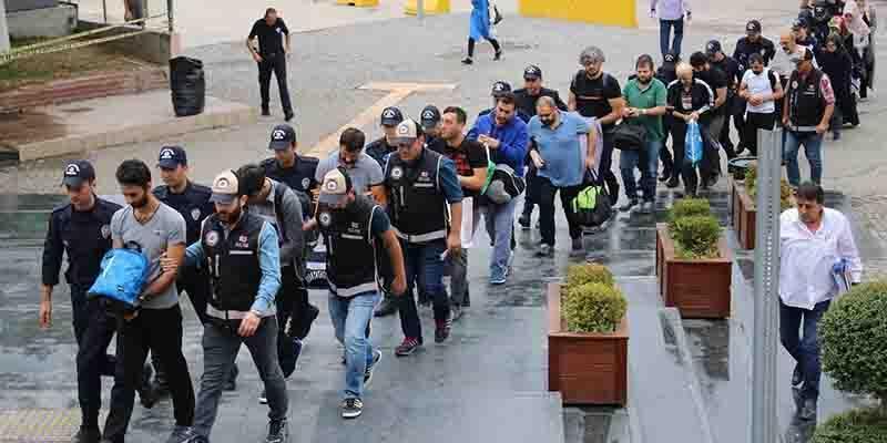 Bursa'da memur ve iş adamlarına FETÖ operasyonu
