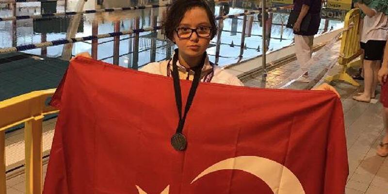 Down sendromlu özel sporcular madalyaları topladı
