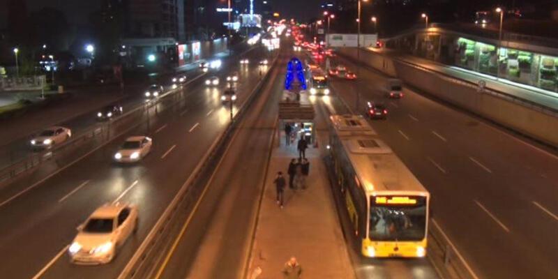 Metrobüs yayaya çarptı: 1 yaralı
