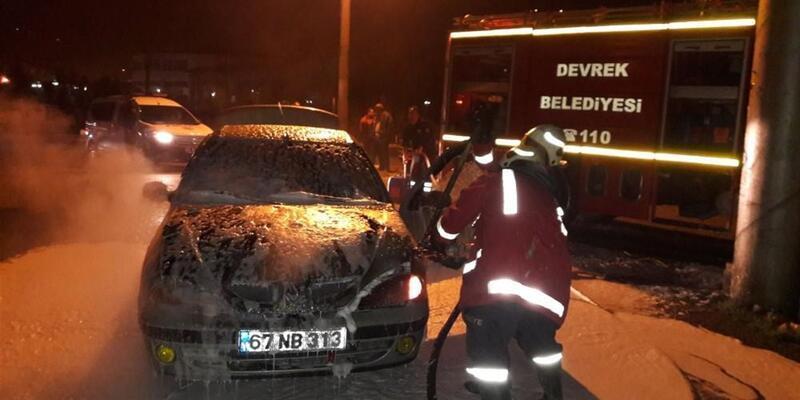Seyir halinde yanmaya başlayan otomobil paniğe neden oldu