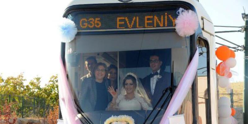 Tramvay  düğün aracı oldu