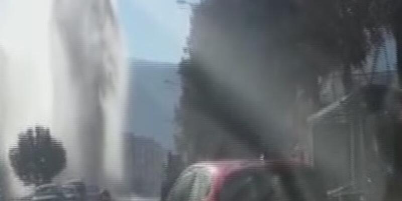 İçme suyu borusu patladı fışkıran su 35 metre yükseğe çıktı