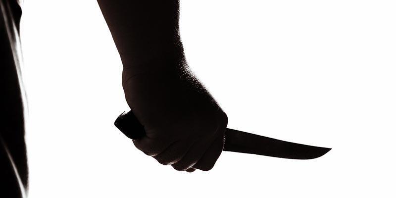 Eşini boğazından bıçaklayarak öldürdü, intihar etti