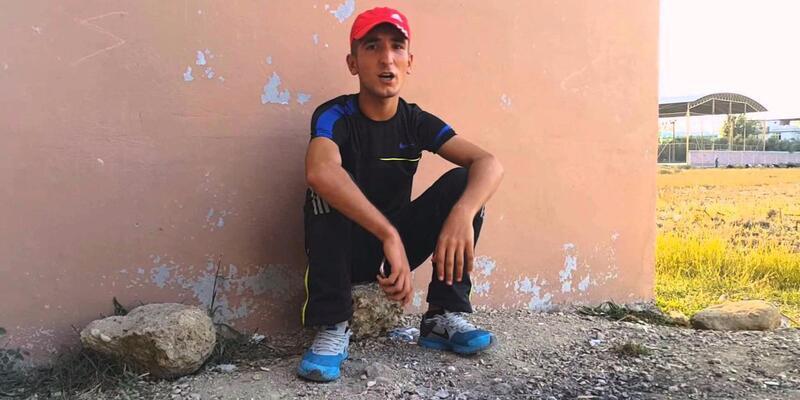 Polis, 'Adana Merkez Patlıyor Herkes' şarkısını söyleyenin peşinde