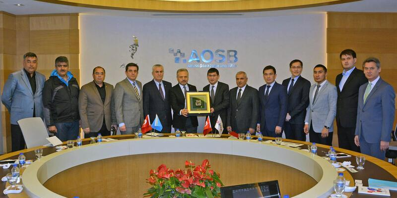 Kazakistanlı iş adamları AOSB'yi ziyaret etti