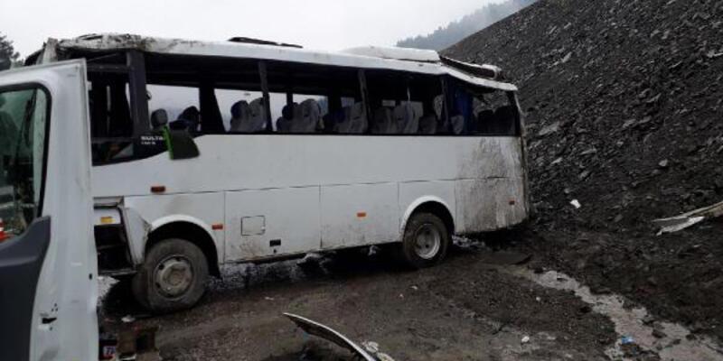 Askeri araç devrildi: 14'ü asker 16 yaralı