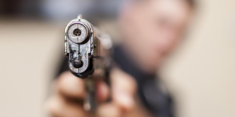 Apartman yöneticisi dehşet saçtı: 2 ölü