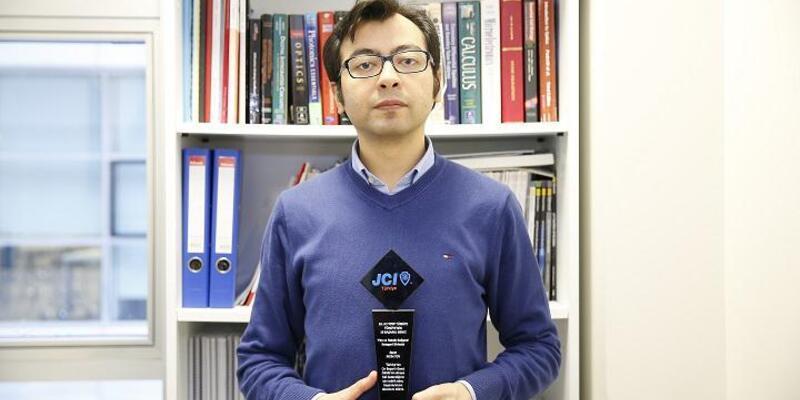 """Dr. Toy, """"Türkiye'nin 10 Başarılı Genç İnsanı"""" arasında gösterildi"""