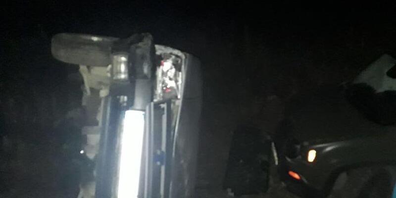 Ünlü oyuncu kaza yaptı; köylüler yolu trafiğe kapattı(EK FOTOĞRAF VE BİLGİLERLE)