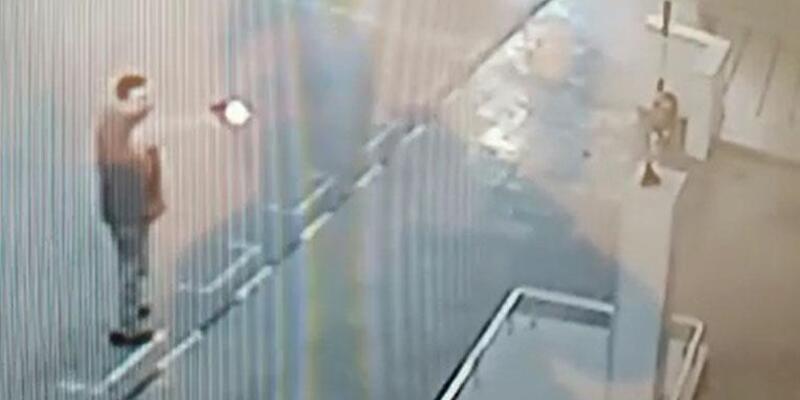 Atatürk büstlerine tabancayla saldırı anları güvenlik kamerasında