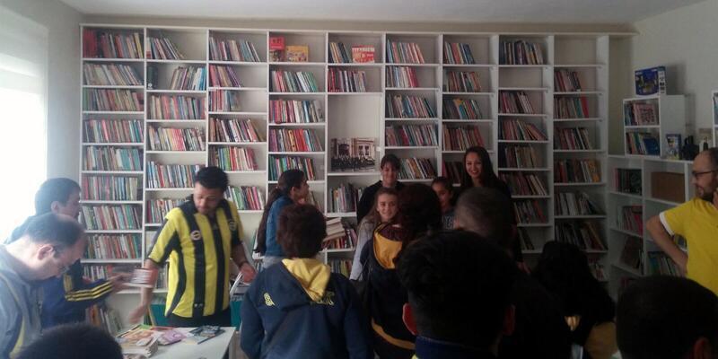 Fenerbahçeli taraftar grubundan bir kütüphane daha