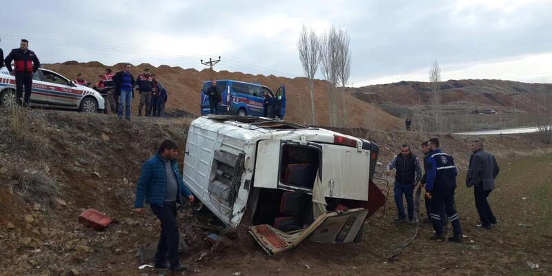 Sorgun'da engelli öğrencilerin servisi devrildi: 13 yaralı