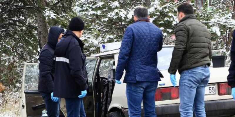 Park halindeki otomobilde erkek cesedi bulundu