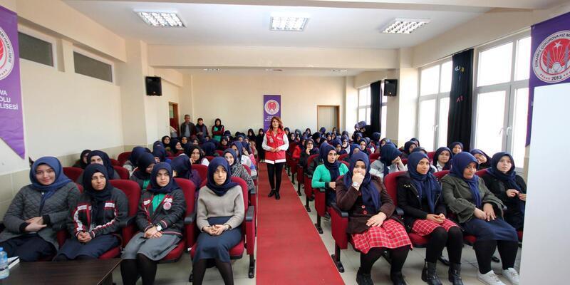 Öğrencilere 'Bilinçli medya kullanımı eğitimi' verildi