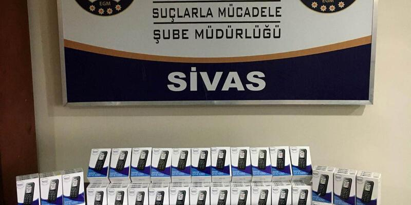 Sivas'ta kaçak cep telefonu operasyonu