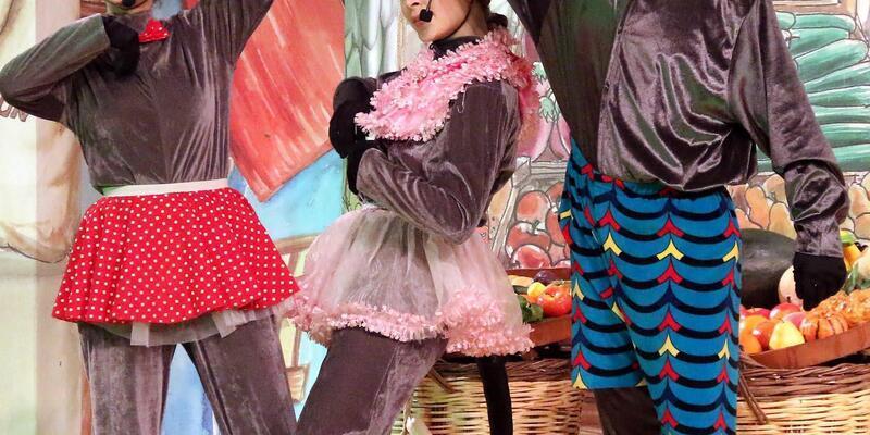 """""""Fareli köyün kavalcısı"""" tiyatro oyunu sahnelendi"""