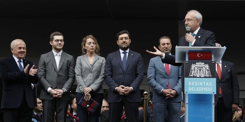 Kılıçdaroğlu ,Beşiktaş Belediyesi önünde konuştu (1)