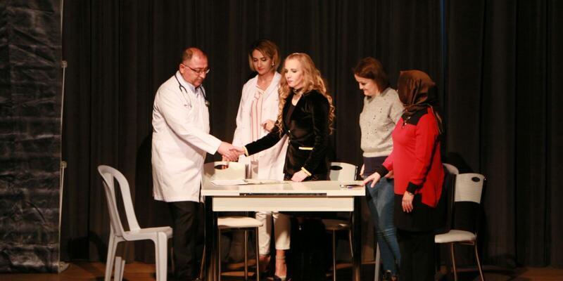 Başkan Salman, tiyatroda oynadı