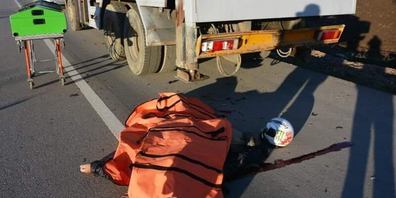 Biga'davince arkadan çarpan motorsiklet sürücüsü hayatını kaybetti