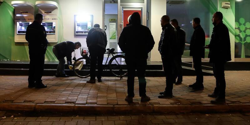 Banka soymaya bisiklet ile gittiler