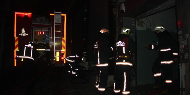Fatih'te işyeri yangını