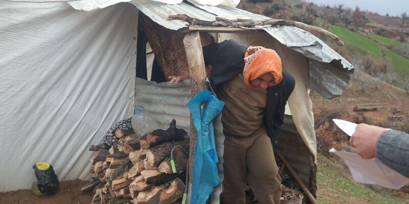 2'si engelli 4 kişilik ailenin naylon çadırda yaşam savaşı