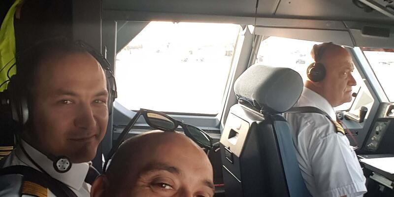 Emekli olan pilotun son uçuşuna ailesi de yolcu olarak eşlik etti