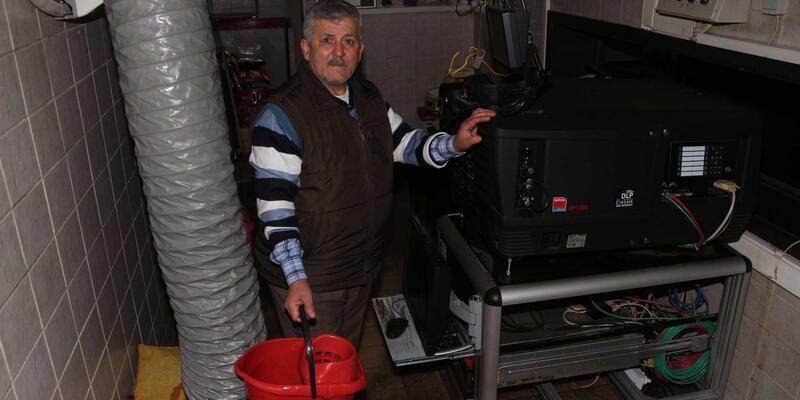 Taksim'deki Majestik sinemasına su bastı