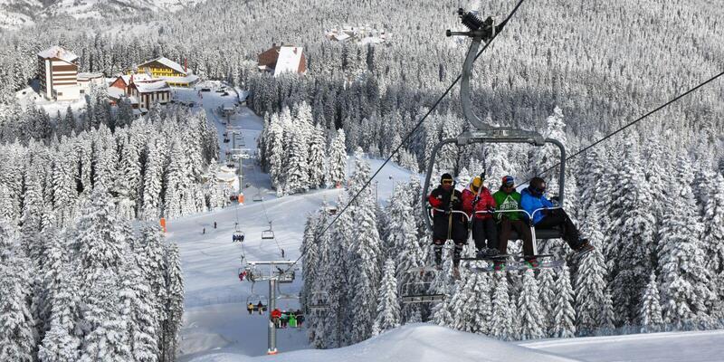 Ilgaz'daki kayak pistinde teleferik vagonları havada asılı kaldı!..
