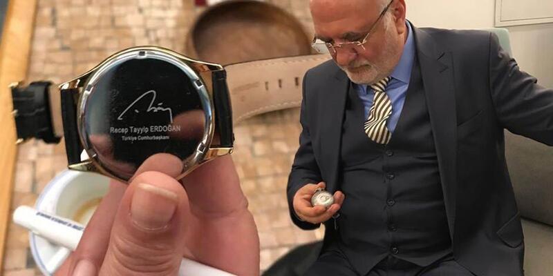 Kolunda Erdoğan imzalı, cebinde Bahçeli'nin Bozkurt'lu saatini taşıyor