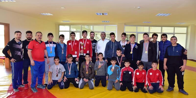Gençler güreş il şampiyonası sona erdi