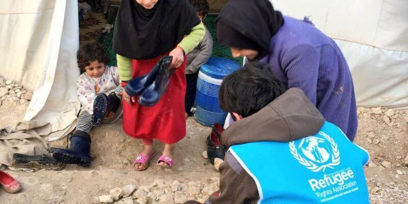 Suriyeli 5 bin 850 çocuğa çizme dağıtıldı