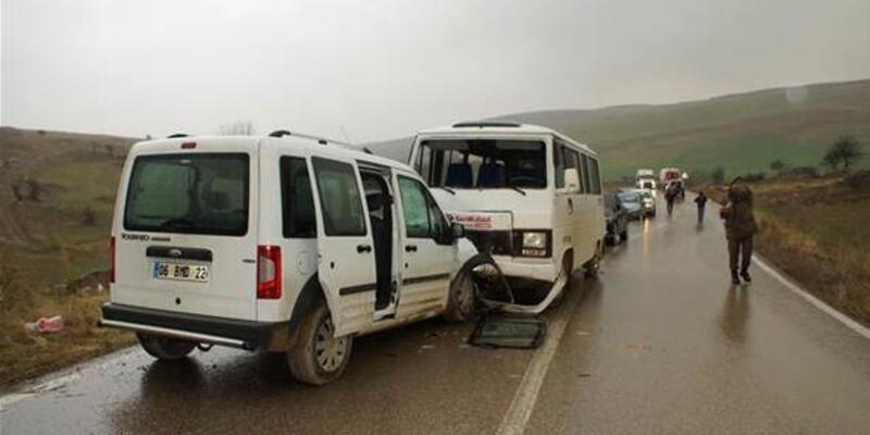 Ankara'da öğrenci servisi kaza yaptı: 13 yaralı