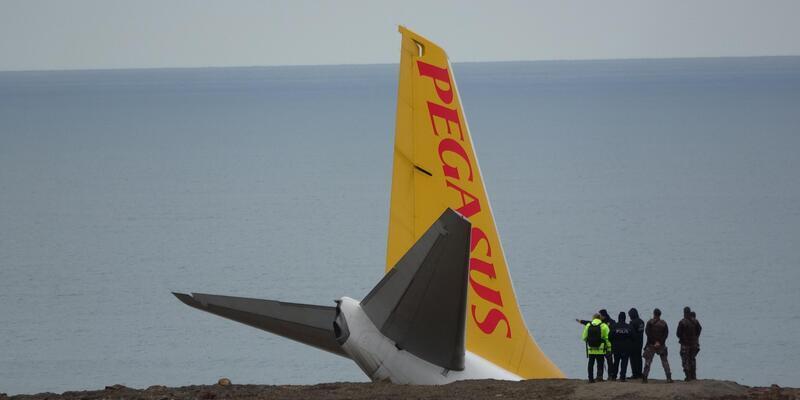 Trabzon'da pistten çıkan uçak, denize 25 metre kala durdu (3)- Yeniden