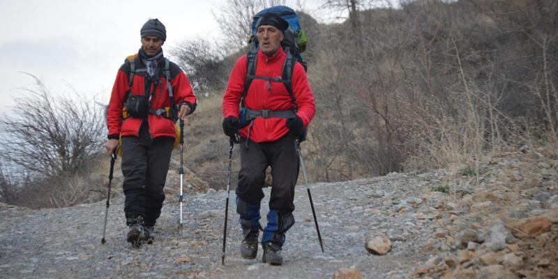 Hakkari'de kış mevsiminde Sümbül Dağı'na ilk tırmanış