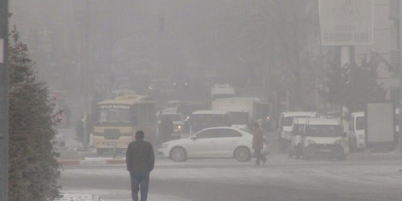 Kars'ta sis hava ulaşımını vurdu