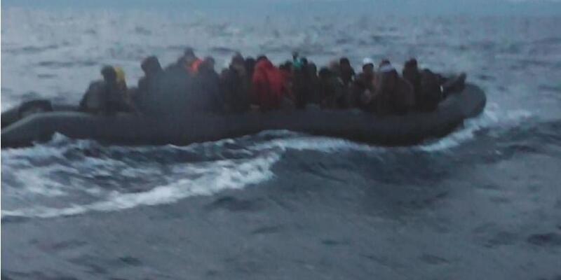 İzmir'de 49 göçmen ölümden döndü