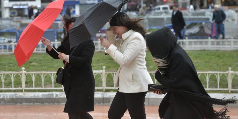 Kuvvetli rüzgar uyarısı yapıldı: İstanbul hava durumu 17 Ocak