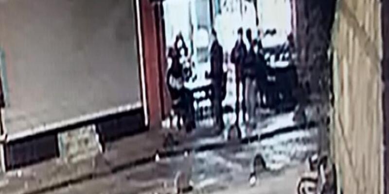 Beyoğlu'nda börekçi önündeki silahlı saldırı kamerada